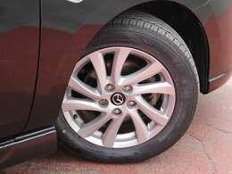 タイヤサイズは205/55R16になります。アルミホイールは純正になります。