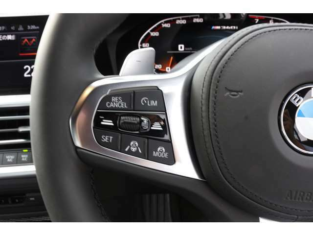 ACCアクティブ・クルーズ・コントロールストップ&ゴー機能付。前走車にあわせて自動的に減速・加速し車間距離をキープして追随致します。渋滞時などでも運転をサポートしてくれます。
