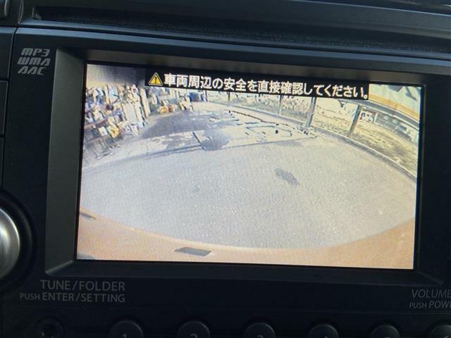 バックカメラがあるのでモニターに後部の状態が映し出されます。