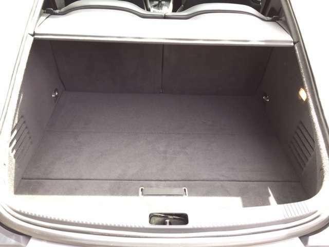 ラゲッジスペースは以外にも容量大きく大抵の荷物は積載可能です!普段使いもバッチリです!