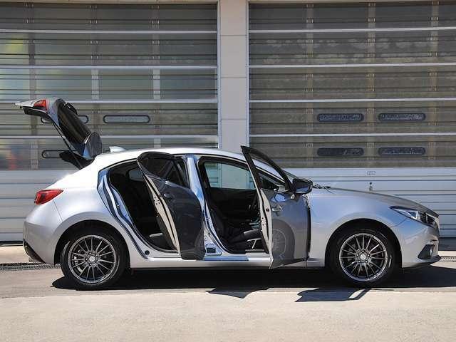 新世代軽量高剛性ボディ「SKYSCTIV-BODY」を採用。AXELAのボディは、運転の楽しさや上質な乗り心地、万一の衝撃吸収性などボディに要求される性能が徹底追及されているんですよ。