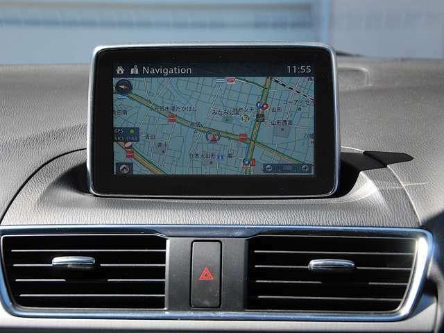 7インチセンターディスプレイには様々な情報を映し出すことができます。また、その操作は、ディスプレイ(停車中)コマンダーコントロールで可能です。CD・DVD(停駐車時)・TV(停駐車時)・携帯プレイヤーetc