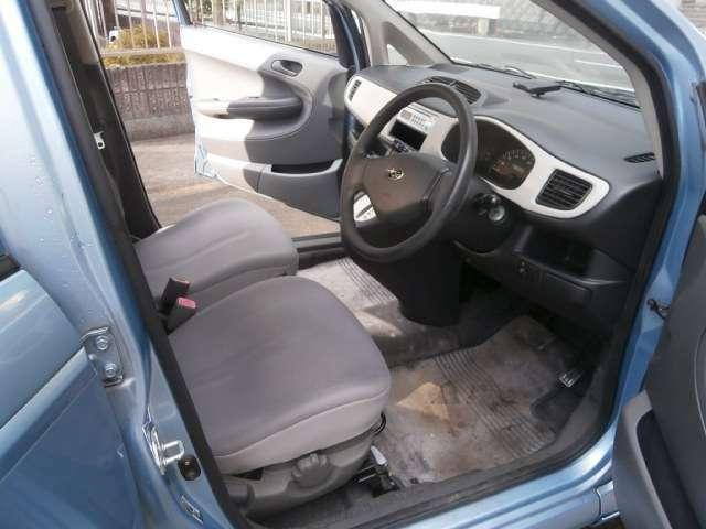 グレーブラック系の内装がクールで汚れが目立ちません。。機関良好R2F車検(2年)付乗出し価格からのご提供です。。まずは実車確認から。。お気軽にお問い合わせください。