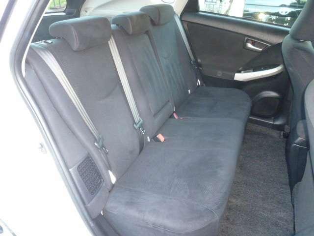 リアシート!フロントシート同様に汚れ・タバコのこげ穴等もなくクリーンな状態です!!