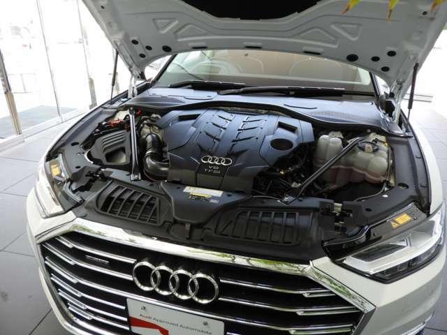 【TFSIエンジン】アウディが世界に誇る自慢の直噴技術。ダウンサイジングされたアウディのエンジンは低回転から最大トルクを発生させる直噴エンジン。低燃費とハイパワーを両立させます。