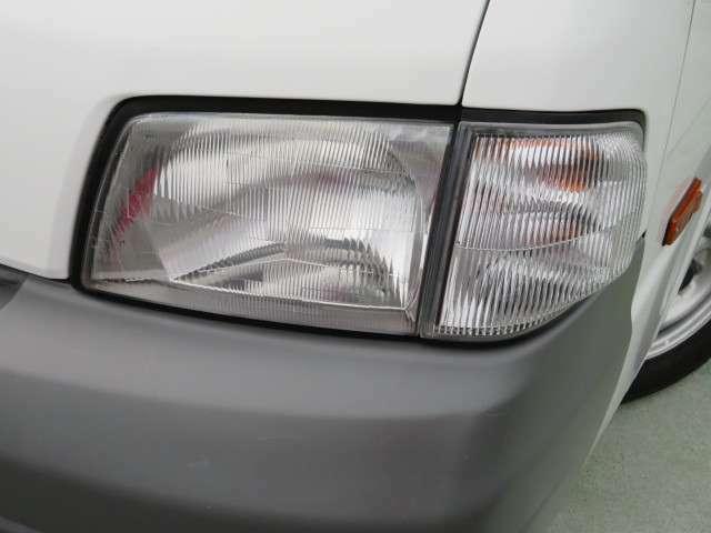 ヘッドライトレンズ部分は黄ばみが無く、クリアな状況です。ハロゲンヘッドライトですのでご希望によりLEDヘッドライトにすることも可能です。※別途追加費用が必要です。