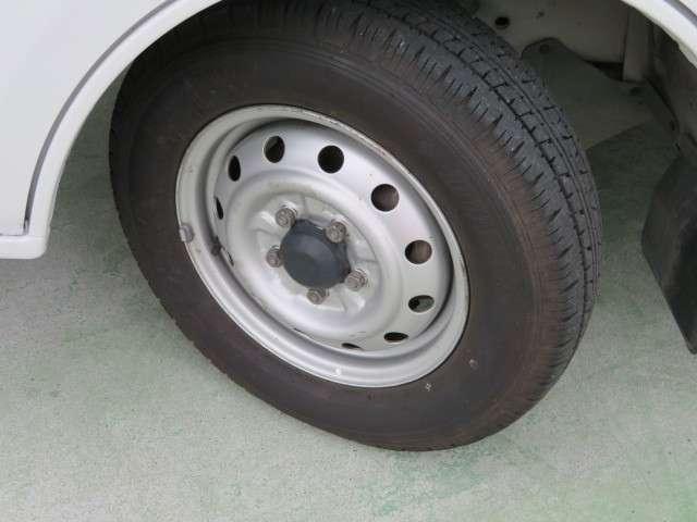 タイヤは4本共8部山程度で交換したばかりですのでまだまだ使用可能です。