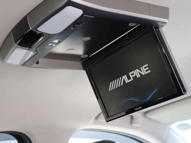 後部座席にリアモニターが装備されております!高級車に多い装備です。コストパフォーマンスが高いお車です。