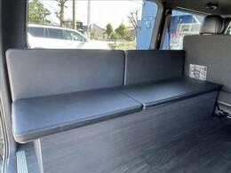 写真のように、旅先での休憩にベンチとしても利用可能でございます!