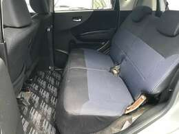 ■シートの隙間、座席下など細かい部分も徹底清掃しております。
