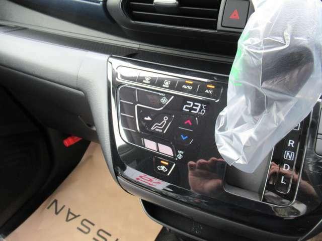 オートエアコンを装備!温度調整のみで車内は何時も快適空間に♪