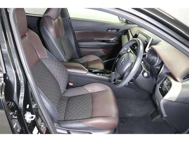 運転席に座った感覚は一番重要ですよね。シートの座り心地や前方の視界、車内空間…是非ご来店頂き実際に座って触って体感して下さい。