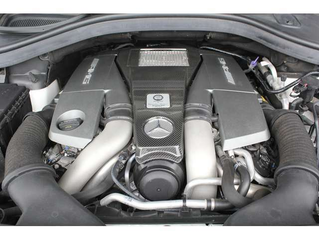 ■出力585ps(カタログ値)■トルク77.5kg(カタログ値)■V型8気筒DOHCツインターボ■排気量5461cc■エンジンルームも綺麗に磨かれており、エンジン下のオイル漏れも御座いません。■
