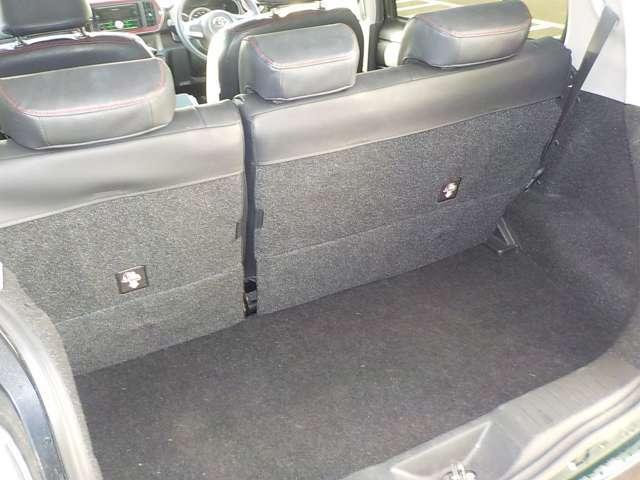 ★リヤハッチスペースも広々としてますので沢山荷物を積むことが出来ます♪後部座席はセパレートタイプで便利なお車です☆ポイント5松本店では下取車両からの用品移設もおこなっておりますのでお気軽にご相談下さい