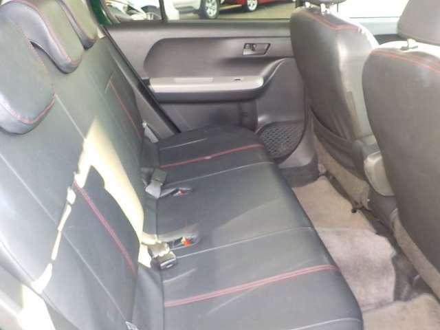★後部座席も快適スペースを確保しております。内装のクリーニングも施工済みで綺麗な状態です。お車の状態や詳細はポイント5四日市松本店専用フリーダイヤル 0066-9711-854810 まで♪