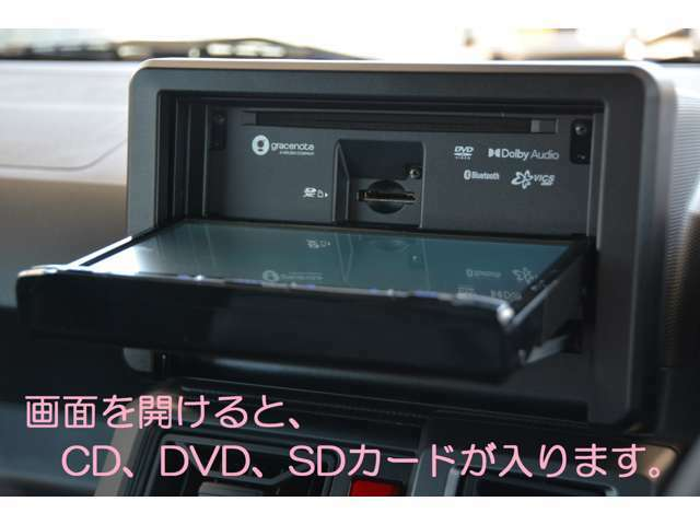 画面を開けると、CD、DVDが入ります!音楽CDをSDカードに録音可能!USBケーブルも付属し、iPod/iPhoneの音楽再生や、USB接続も可能!