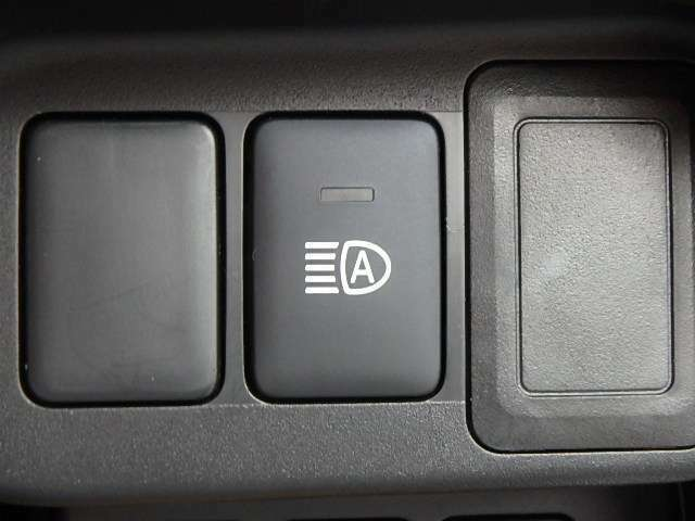 夜のドライブで対向車などを感知しライトのローとハイを自動で切替えてくれるハイビームアシスト