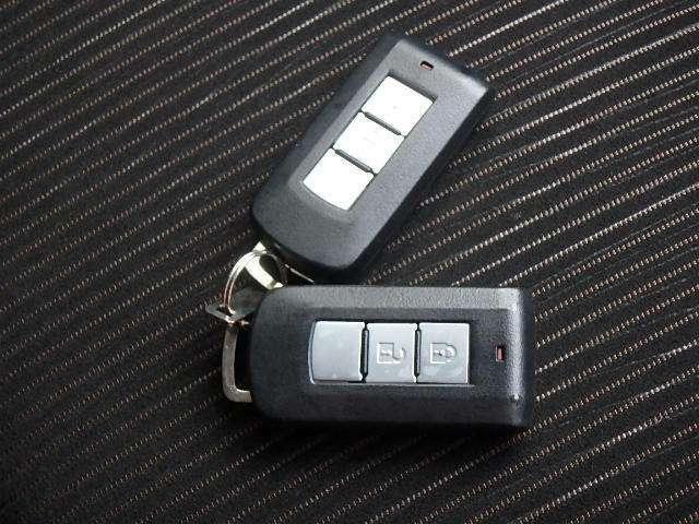 インテリジェントキーシステム リモコンを身につけていればドアの施錠・開錠、エンジンスタートもOK!