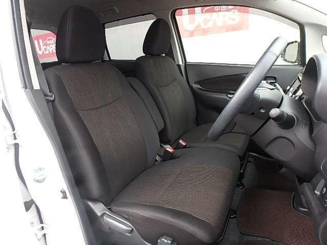 フロントシート 運転席はリフター機能付きで目線の高さ調整も出来ます 運転ポジションもバッチリ