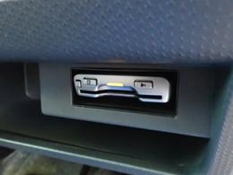 ETCは運転席足元にあります。カードを入れ忘れても慌てなくてすみますね。