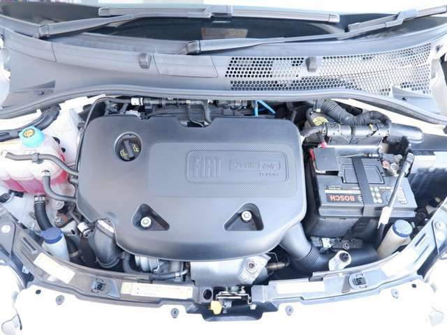 FIATの伝統的な2気筒(Twin Air )のターボエンジンを搭載。875CCとは思えないほどのトルクフルなエンジンで燃費の良さのご期待に応えます。