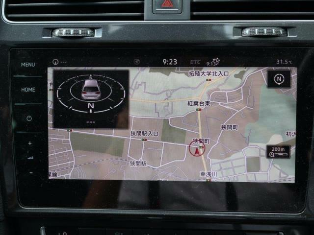 App-ConnectやTVチューナー、Car-Netなど対応の9.2インチ純正ナビゲーション搭載