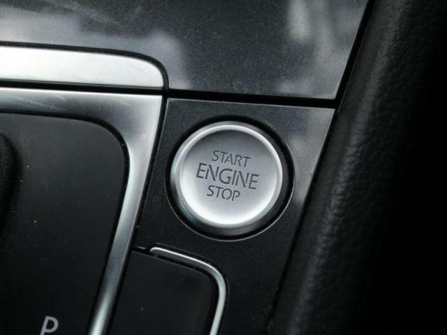 プッシュスタートが備わっていますので、鍵はポケットやカバンの中のままスムーズにエンジンスタート&ストップできます