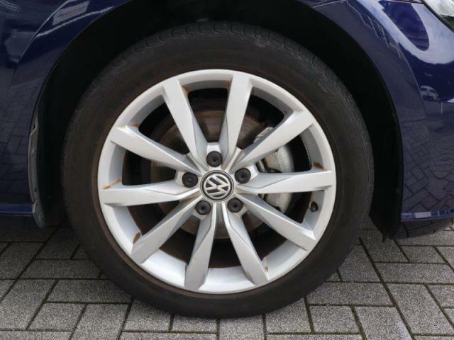 22545R17サイズの純正アルミホイール&タイヤ装着です