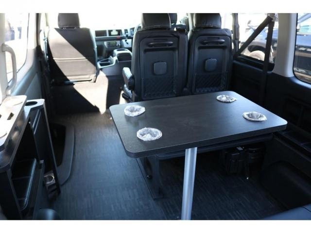 机もあるので、車内でのお食事の際に便利です!