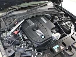 綺麗なエンジンルームです。エンジンは高回転までしっかり吹け上がり、アイドリングも一定となっております。非常に良好です。■走行管理システムもチェック済みとなっております!3,000CCエンジンです!