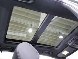 電動スライディングサンルーフ付きです。開放感に溢れ、車内の換気も出来ます。