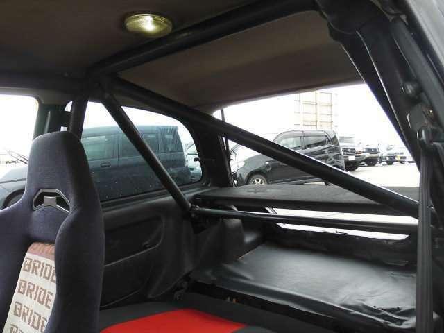 ☆後部座席側からのアングルですクロスバーにつき二名仕様に成ってます☆