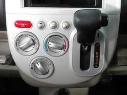 シンプル&簡単操作のマニュアル式エアコン。
