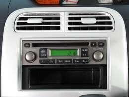 CDデッキ付ラジオチューナー。お気に入りの音楽を聴きながらドライブが楽しめます♪