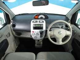 後期型モデルは運転席マップランプ機能が追加されてます。特徴的なセンターメーター方式となっております。