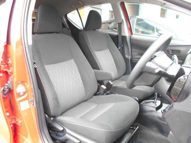使用感がとても少なく内装もきれいな状態です。タバコなどのいやなにおいも感じません。運転席、助手席にはシートヒーターも装備しています。クリーニング中で写っていませんがフロアマットもございます。