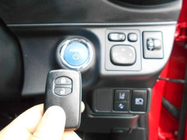 便利なプッシュスタート式スマートキーです。スペアキーもご用意いたします。盗難防止装置も内蔵していますので安心です。