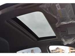 サンルーフで明るい車内、快適なドライブが可能!ワンタッチで開閉できる電動スライド・チルトアップ機能のほか、挟み込み防止機構も採用されております!