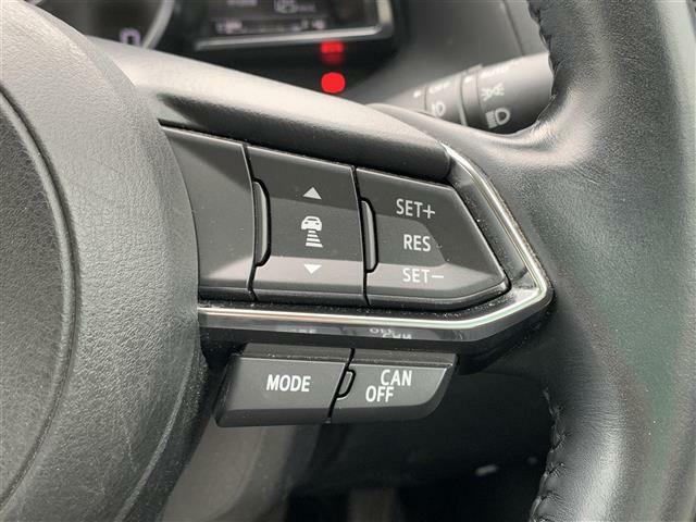 【レーダークルーズコントロール(全車速追従機能付】ミリ波レーダーと単眼カメラで先行車を認識し、車速に応じた車間距離を保ちながら追従走行を支援します。