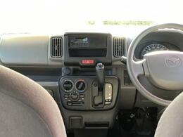 広々としたフロントシートです。ルーフが高いので空間が広く感じます。軽自動車でも圧迫感がありません!