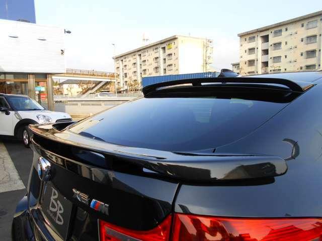 ルーフとリアゲートには、HAMANNのスポイラーがオプション装備されております。BMW乗りの憧れのカスタムメーカーで、結構高価なオプションです。最初からついているのは嬉しいですね!