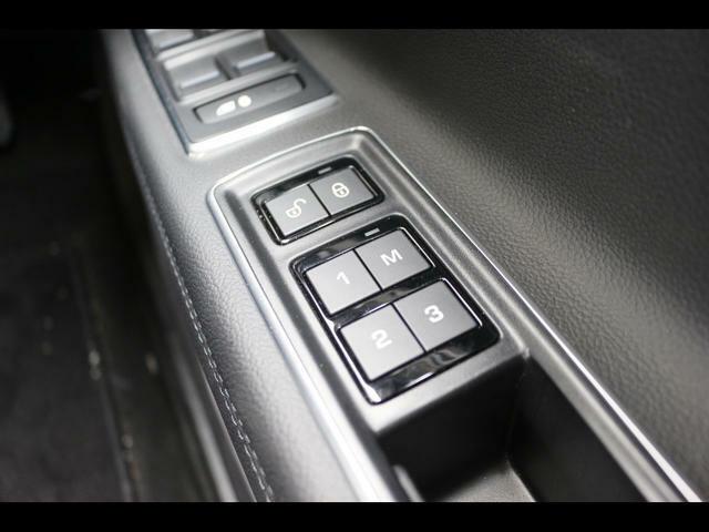 上からドアロック、3パターンシートメモリーボタンです