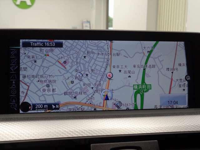 iDriveコントローラーで操作する純正HDDナビ&フルセグTV!パーキングアシスト付リヤビューカメラも装備!