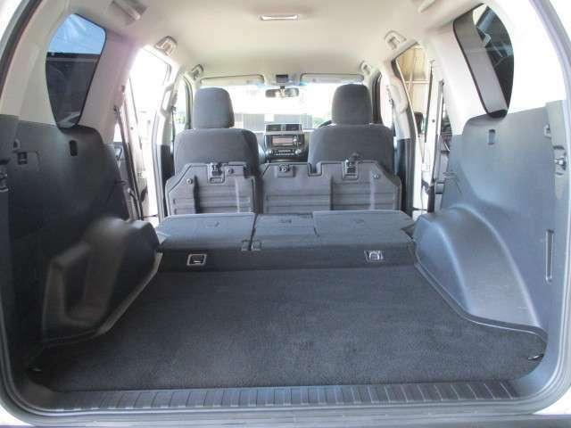 リヤシートを倒せば大きな荷物も積み込み可能