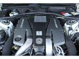 ■出力571ps(カタログ値)■トルク81.6kg(カタログ値)■V型8気筒DOHCツインターボ■排気量5461cc■燃費8.4km(08モード)■エンジンルームも綺麗に磨かれており、エンジン下のオイル漏れも御座いません。■