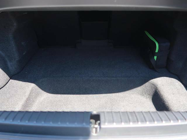 普段のお買い物や通勤、送迎等に十分な荷室スペースを確保しております。
