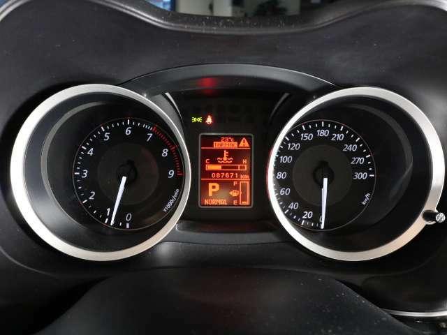 距離数も8.7万キロ台ですのでまだまだお乗りいただける1台となっております!!