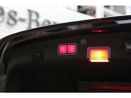 電動リアゲートが装備されており、開閉も簡単、荷物の積み下ろしもサポート致します。