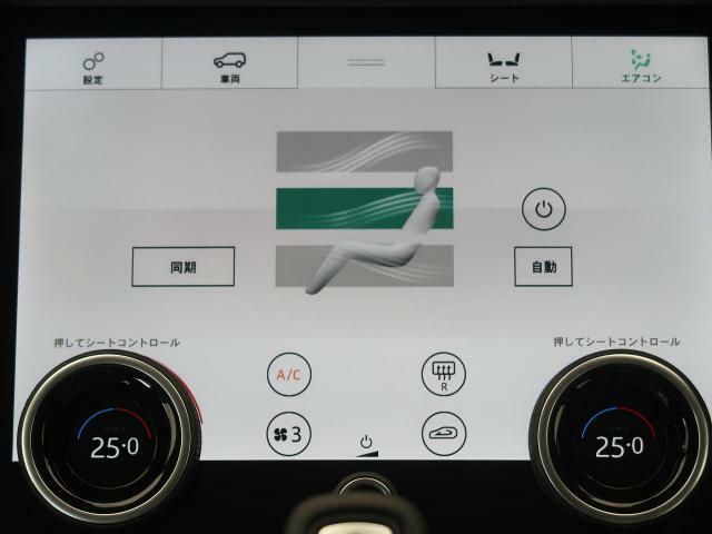 ◆【タッチプロデュオ】オプションの10インチ高解像度デュアルタッチスクリーンは、よりスムーズな操作性を実現。上の画面にナビゲーションマップを表示しながら、下の画面でエアコンやメディアなどを操作できます
