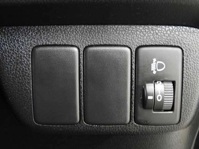 【ヘッドライトレベライザー】乗車人数や荷物の量に応じて、対向車が眩しくない様にヘッドライトの高さを調整できます!